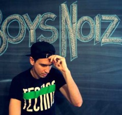 Amazing Techno To Try Right Now ▶ Boys Noize - Travis