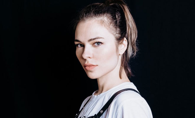"Nina Kraviz Is Back On The Techno Charts With ""Pochuvstvui"""