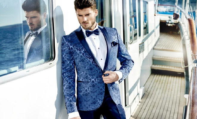 Suit with a bright print