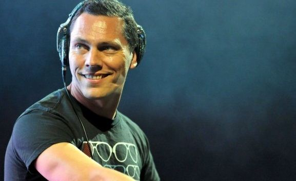 Overrated DJ Tiesto Plays Deep House Music On New Radio Show To Gain More Popularity