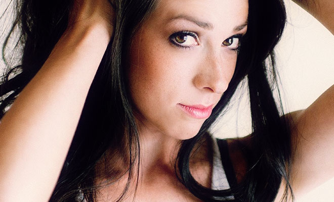 "Rising Trance Singer Avari Premieres ""Perfect Imperfection"" Video"