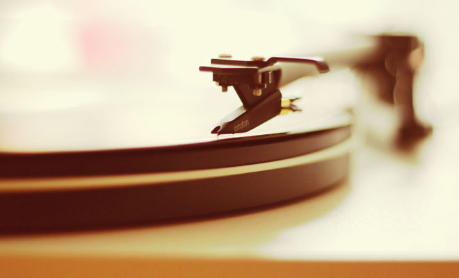 5 Reasons Why People Are Investing In Vinyl Again