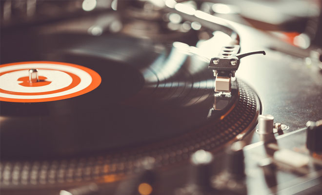 What To Look For When Shopping For The Best Turntable For Sampling