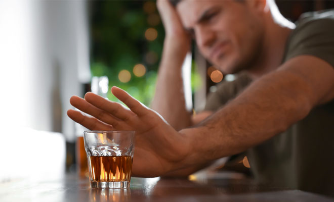 5 Tips For Reducing Your Alcohol Intake At Clubs