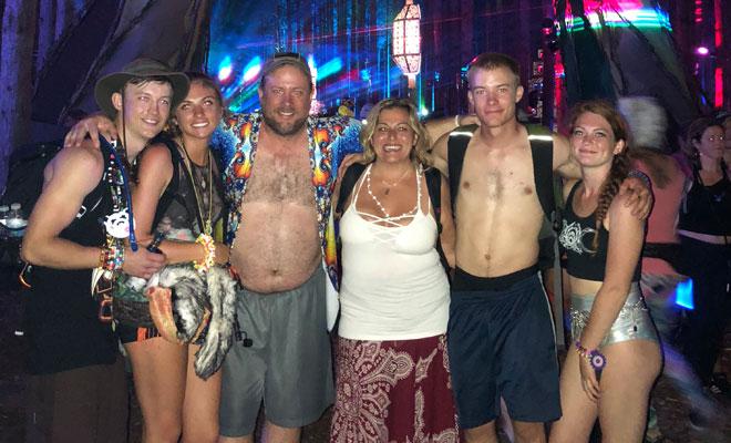 Yoda Popz family at rave