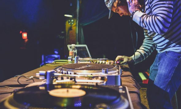 DJ Turntable
